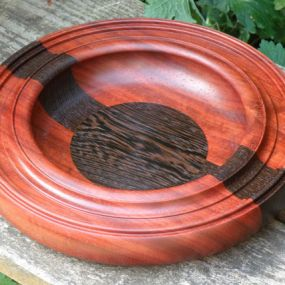 A bowl made from African hardwoods, Padauk and Wenge. Finished with several coats of durable danish oil. A named it 'special edition' since it is a more decorative mixed bowl then the regular mixed bowl. Measurements; diameter 35cm/13.5'' x 6cm/2.3'' Tall/thickness. A custom order, with other dimensions is also possible.